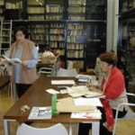 2002 Maria Paola Fiorensoli (a sn) e Sivia Tozzi in Biblioteca